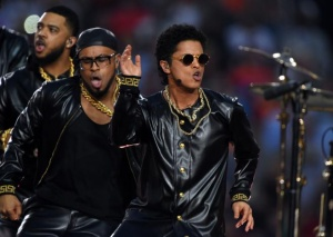 1454928396134-jpg-bruno_mars_annuncia_l_uscita_di__24_karat_magic_