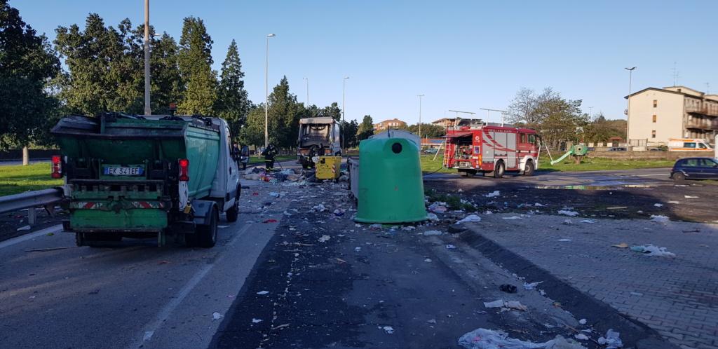 Esplode cassonetto dei rifiuti a Catania , 4 feriti