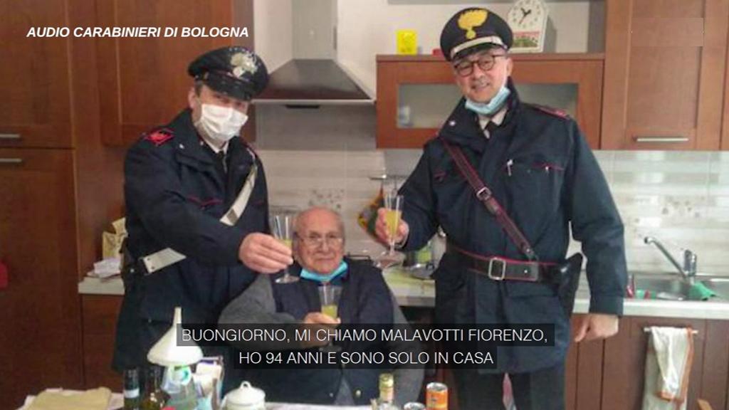 """Natale, 94enne solo a casa chiama i Carabinieri per fare un brindisi """"Non mi manca niente, solo una persona per scambiare gli auguri"""" – Video"""