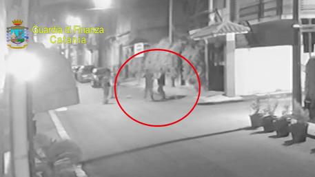 Minacce e botte a debitore, Gdf Catania arresta esponente clan