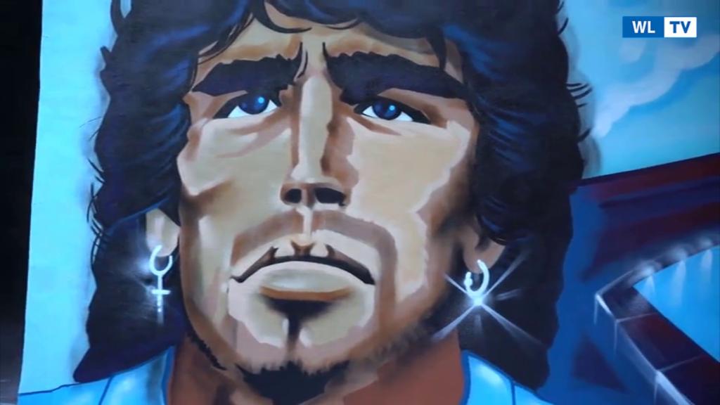 Maradona, ecco il nuovo murale nel rione Sanita'- Video