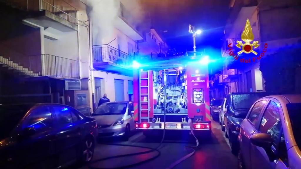 Ragusa-  Abitazione a fuoco nella notte: salvata 86enne
