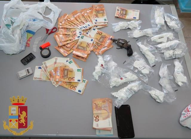Siracusa- Lotta allo piazze dello spaccio: arrestato 31enne  segnalato un spacciatore