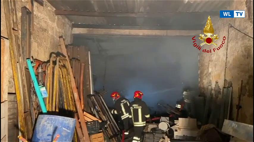 Vittoria:  incendio in un deposito di attrezzature edili