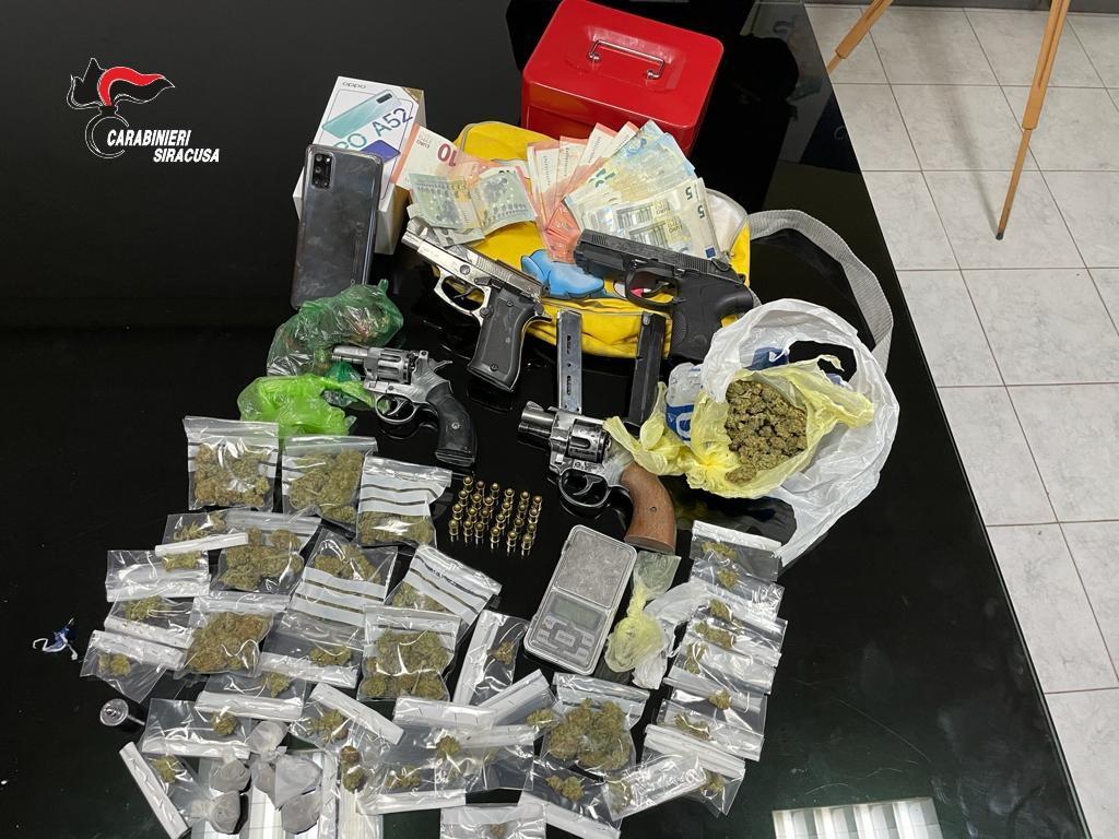 Siracusa- Detenevano in locali disabitati droga e armi: 4 arresti e 2 denunce