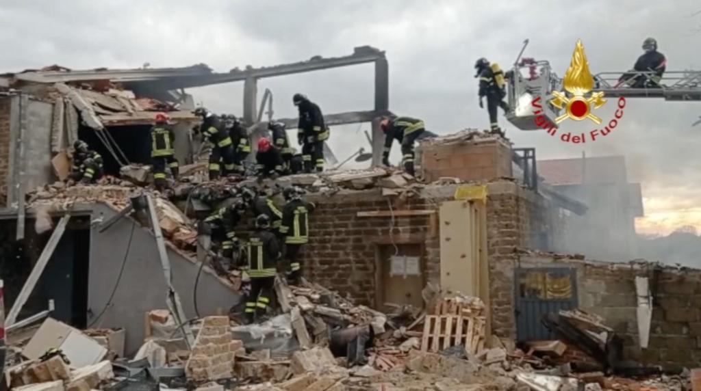 Gubbio, crollo abitazione dopo esplosione: dispersi sotto le macerie