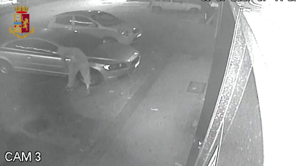 """Siracusa, danno fuoco ad un 'auto per """"regolare i conti"""": individuati i tre responsabili"""