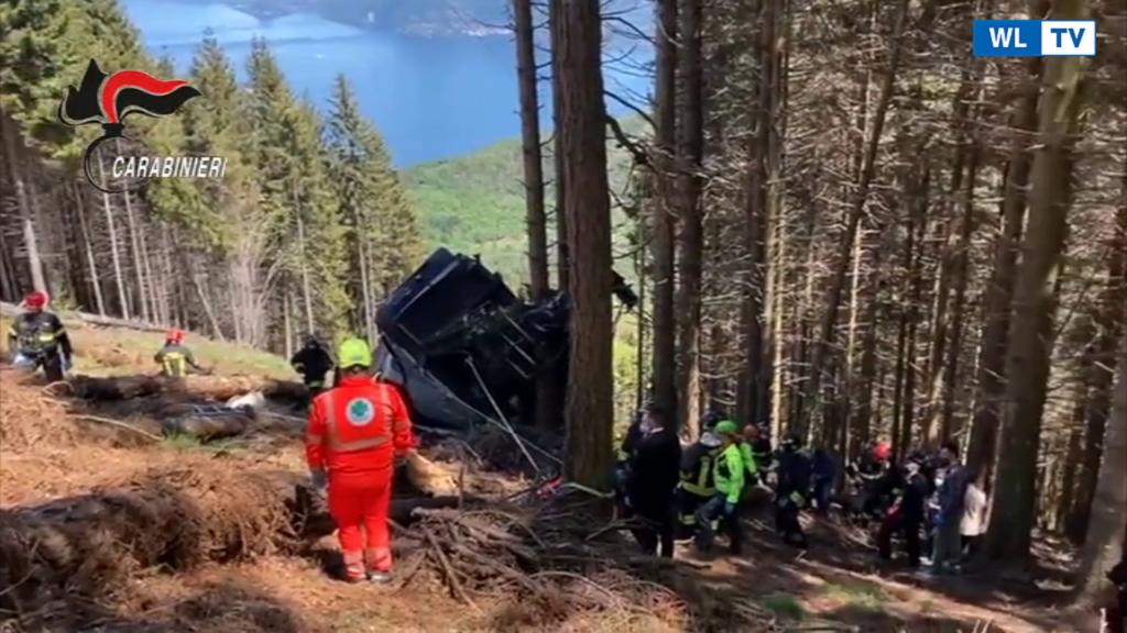Incidente funivia, i soccorsi presso la cabina precipitata