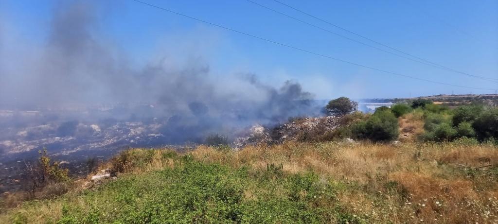 Città Giardino, vasto incendio di sterpaglie