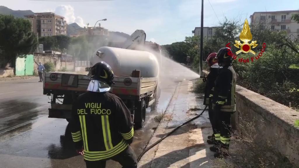Palermo – Fuga gas da furgone che trasportava Gpl, intervenuti pompieri