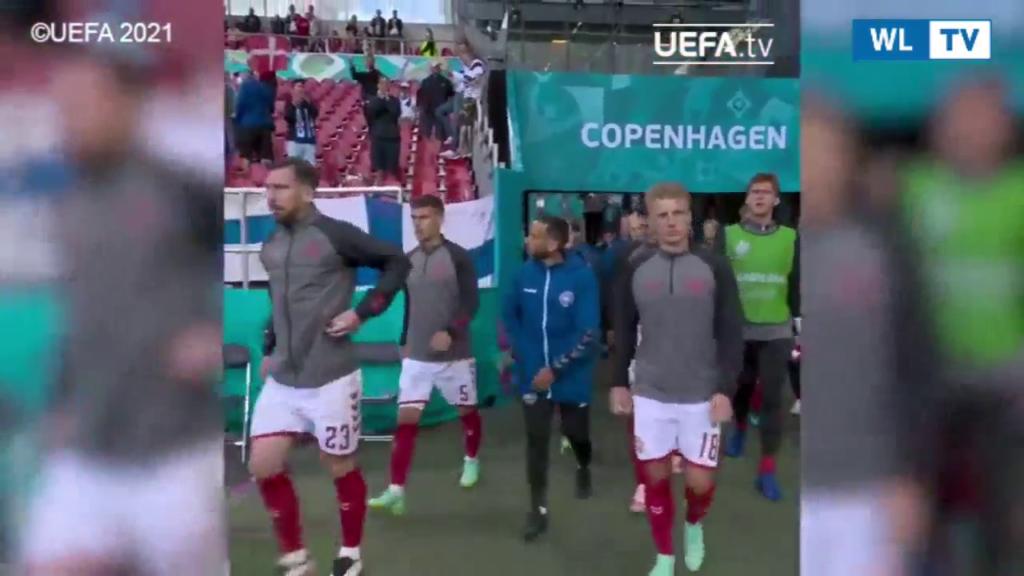 Malore Eriksen, i giocatori danesi tornato in campo: l'applauso degli avversari I calciatori visibilmente scossi dopo il malore del compagno di squadra