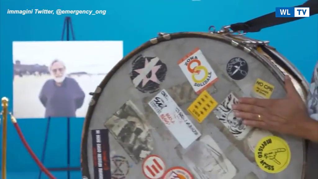 """Gino Strada, la Banda degli Ottoni a Scoppio suona """"Bella ciao"""" nella camera ardente L'omaggio delle formazione milanese condivisa sui social di Emergency"""