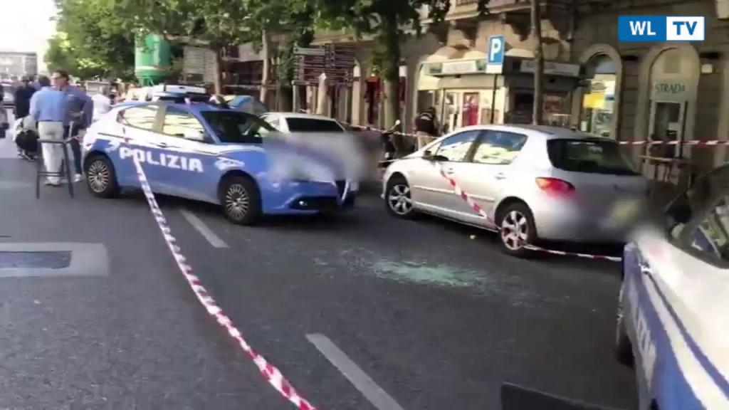 Trieste, sparatoria in centro: 8 feriti, uno in gravi condizioni Le pistole estratte dopo una rissa tra molte persone