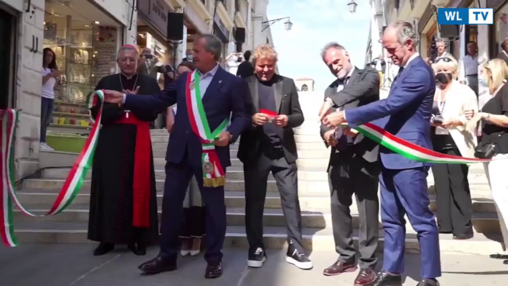 Rinasce il ponte di Rialto, restauro da 5 milioni Finanziato da Renzo Rosso. All'inaugurazione canta Bocelli