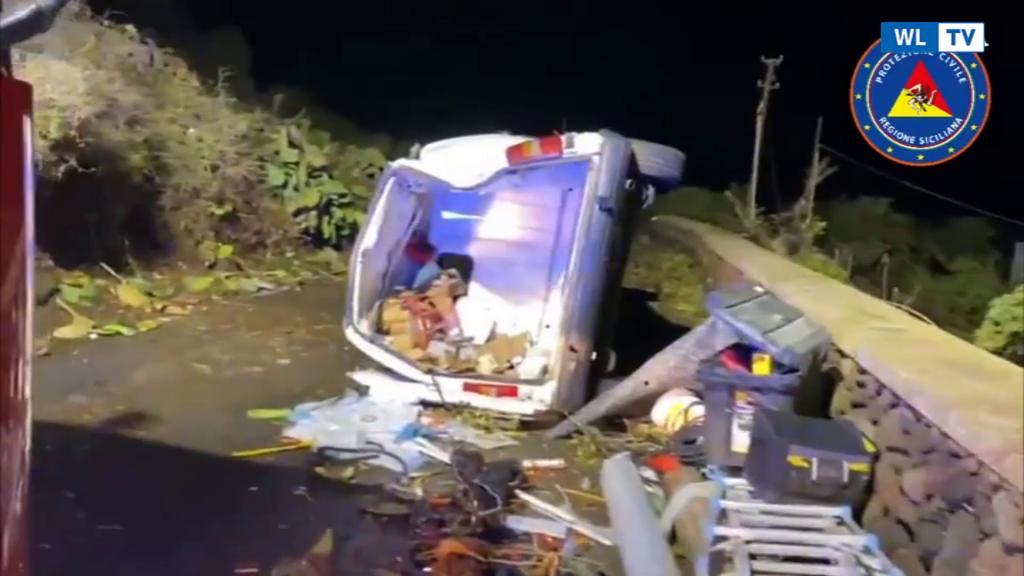 Tromba d'aria a Pantelleria: almeno 2 morti e 9 feriti –  Decine di auto spazzate via dalla furia del ciclone -Video
