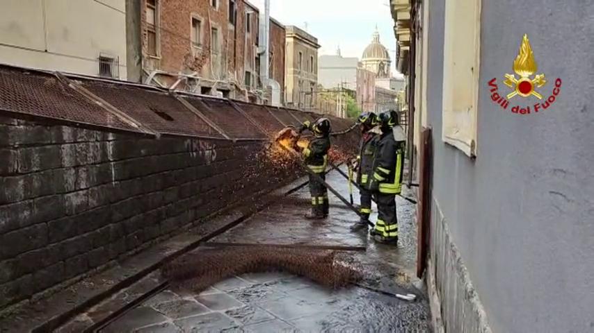Maltempo: temporale Catania, alberi caduti, giù recinzioni