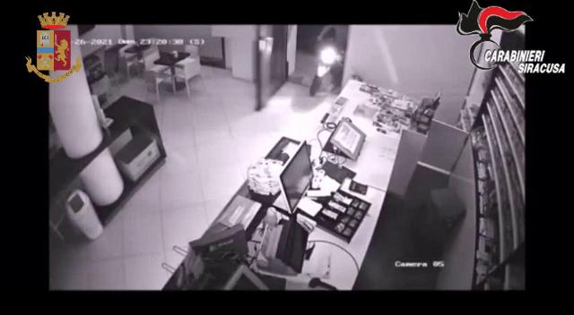 Terrorizzavano i commercianti di Siracusa : 2 arresti